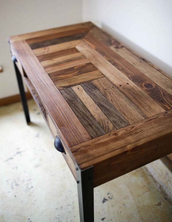 Pallet Wood Desk with Two Drawers and Center от woodandwiredesigns