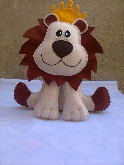 Rei Leão Feito em feltro e manta acrilica PESO APROX. 40G R$ 14,00