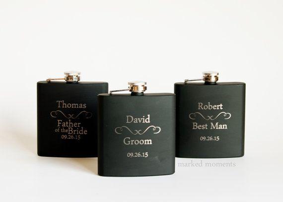 3 personalisierte Groomsmen Geschenke drei schwarz gravierte