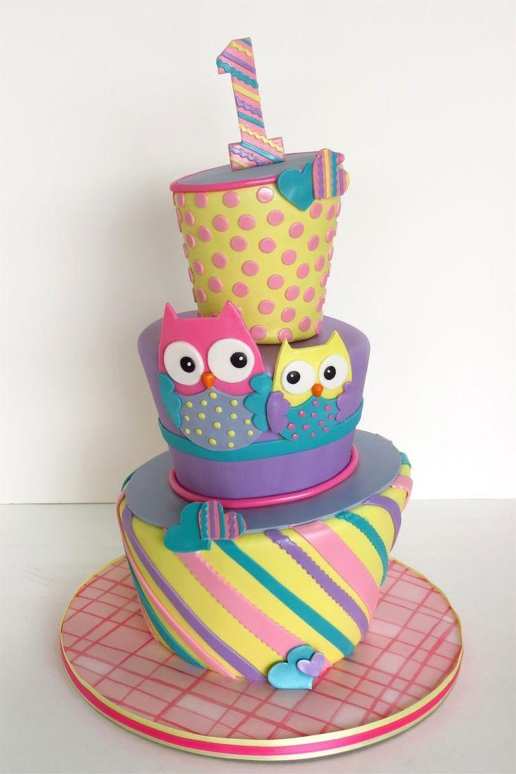 gâteau d'anniversaire pour bébé fille décoré de hiboux, pois et rayures