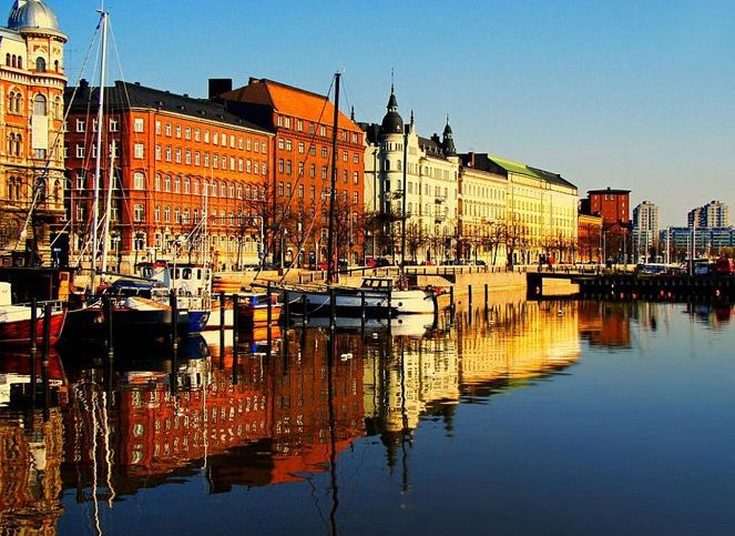 North Quay, Pohjoisranta, Helsinki - I've walked this street many times, it never looked quite this gorgeous though.