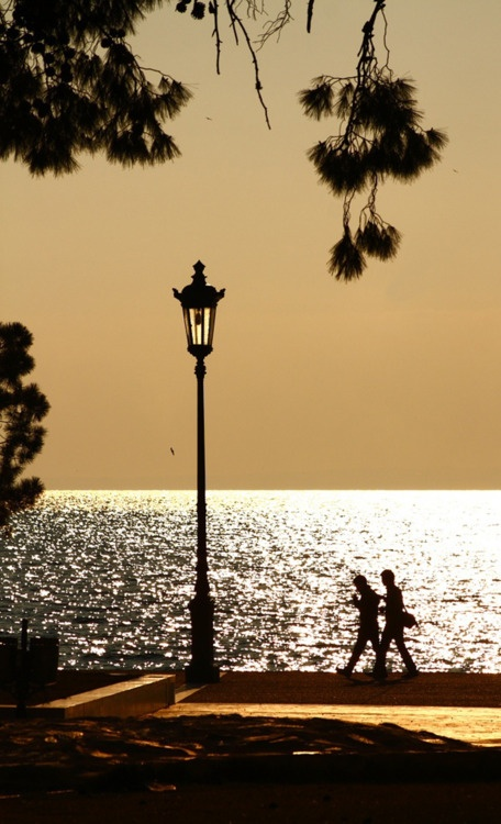 Stroll during sunset in Thessaloniki
