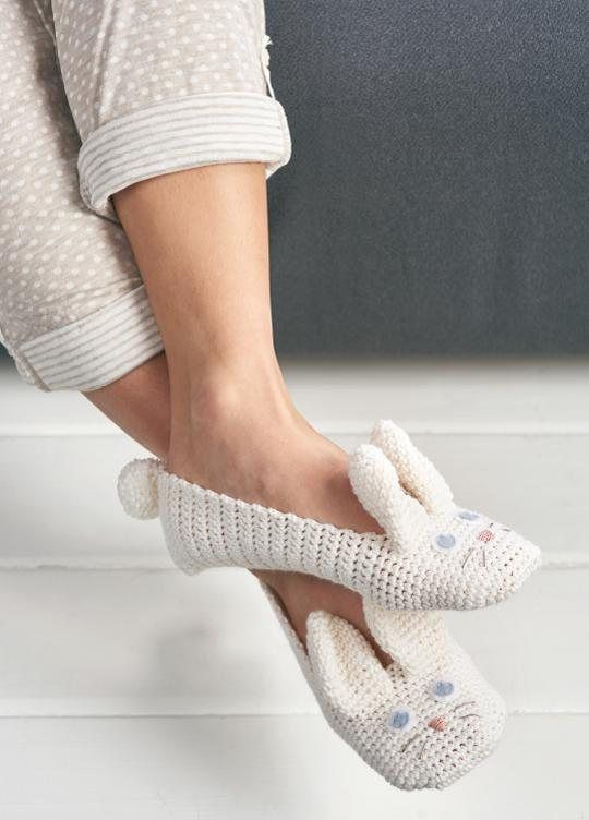 ADULT ANIMAL SLIPPERSDesigner: Sarah Shrimpton Free crochet pattern via Top Crochet Patterns.
