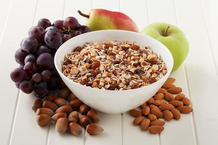 Meyveler iyi birer vitamin, mineral ve enerji kaynağıdırlar. Büyüme ve gelişmeye yardım eder, hücre yenilenmesini ve doku onarımını sağlarlar. Müslinize eklediğiniz organik meyvelerimiz ile sağlıklı bir yaşam sürdürebilirsiniz.   meandmuesli.com