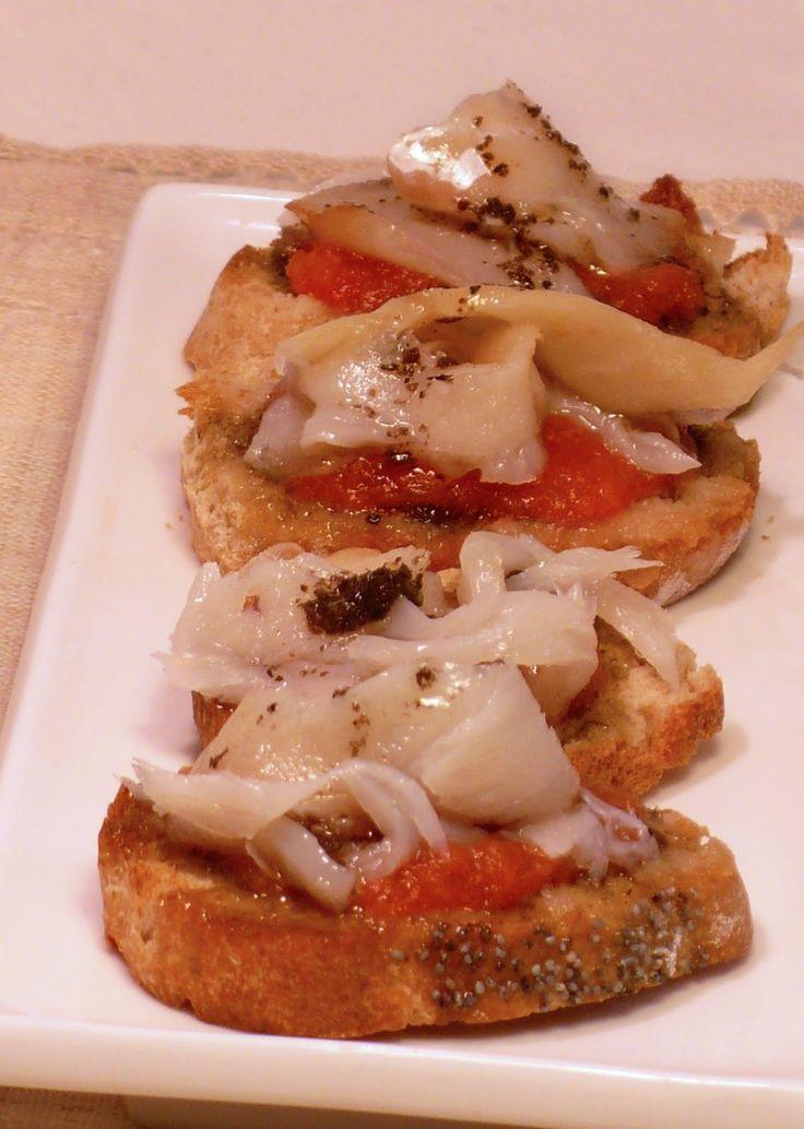La Morena en la cocina ¡¡Que follón!!: Tostas de bacalao al aceite de olivas negras