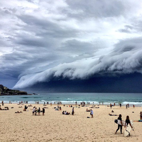 Šelfový mrak - Bondi, Austrálie, Embedded image permalink