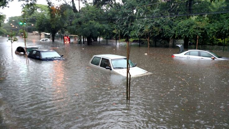 São Paulo: #Chuva causa alagamentos, afeta circulação de trens e congestiona trânsito em SP