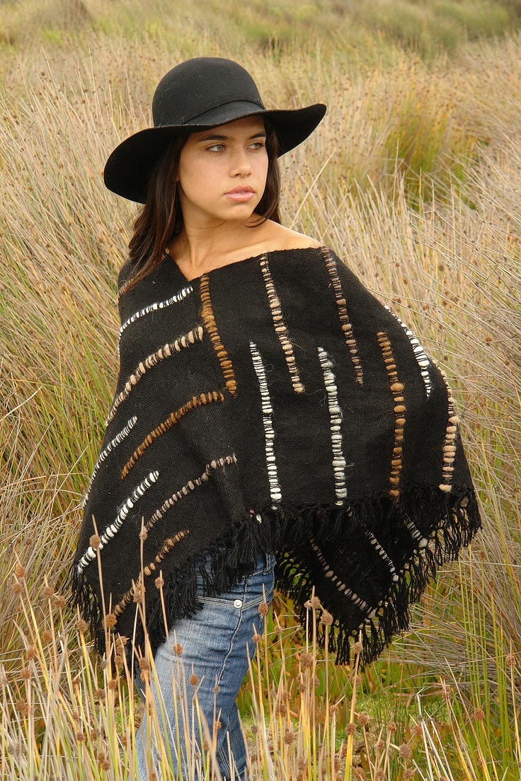 Fall Poncho, handwoven by the aymara ethnia using handspun wool. Designed by Andrea Oneto.
