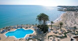 Vista de la piscina y playa del Hotel // Overlooking de pool area and beach - Hotel Servigroup La Zenia (Playas de Orihuela / Murcia / Spain)
