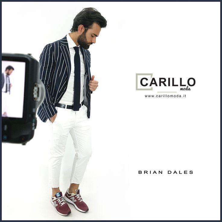 Giacca a righe uomo fashion, blu,  BRIAN DALES camicia bianca CARILLO CAMICIE. Cravatta in crochet  Pantalone Bianco Scarpe NEW BALANCE Outfit estivo, versatile, adatto per tutte le occasioni! #casual #chic #man #outfit #consigli #moda #2017