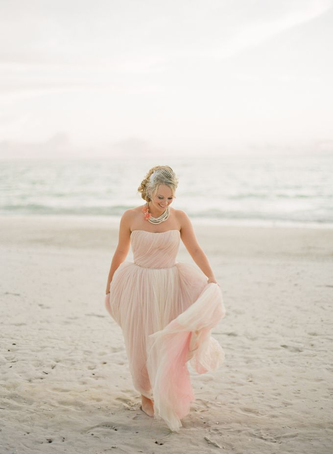 1000  images about Wedding Dress on Pinterest  Wedding Beach ...