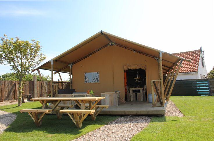 Pal achter de duinen en op slechts 600 meter van het strand van Callantsoog liggen deze nieuwe, leuke Sea Lodges. Het centrum van Callantsoog is op nog geen 10 minuten lopen. U heeft dus alles wat u wilt binnen handbereik! De Sea Lodges zijn luxe ingerichte tenten geschikt voor 6 personen.