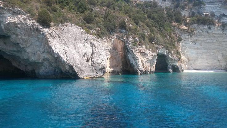 Παξοί- σπήλαια