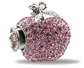 Clé USB fantaisie en forme de pomme rose & strass, à porter autour du cou : 25,99 € -http://soncadeauoriginal.com/cle-usb-fantaisie-en-forme-pendentif/