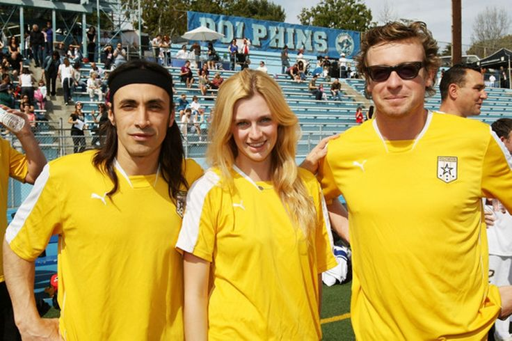 Nuno Bettencourt and Australian actors Gracie Otto and Simon Baker pose together during the 'Footy and Meat Pies' Australian Bush Fire Relief event at the Palisades Charter High School on February 28, 2009 in Pacicfic Palisades, California. The event organized by Anthony LaPaglia was put together to raise money to assist those affected by the recent Australian Bushfires which claimed over 300 lives | Photo by Kristian Dowling
