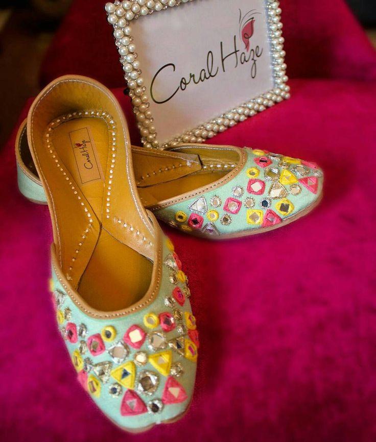 The gorgeous minty mirror #indearweddings #wedmegood #prettyshoes #handmade…