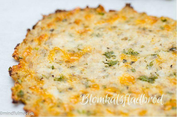 Blomkålsfladbrød er gode at lave sandwich og wraps med. Tilsæt hvidløg og ekstra ost på toppen, så har du et dejligt hvidløgsbrød.
