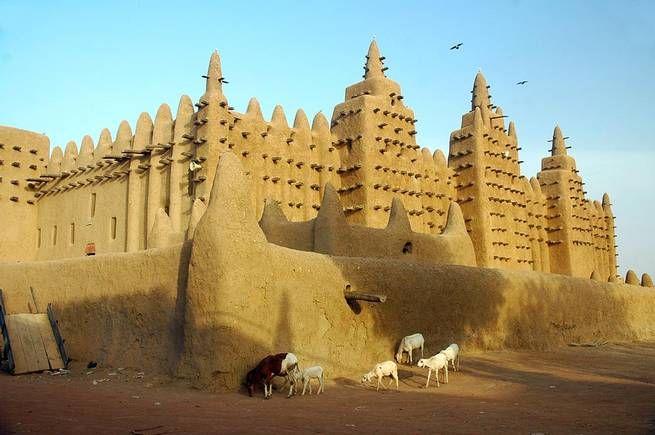 <b>Stora moskén i Djenné</b><br /> Moskén som byggdes 1907 i Mali är världens största lerkonstruktion. Konstruktionen består nästan uteslutande av soltorkade tegelstenar, sand o och murbruk baserat på lera. Klassades 1988 av Unesco som ett världsarv.