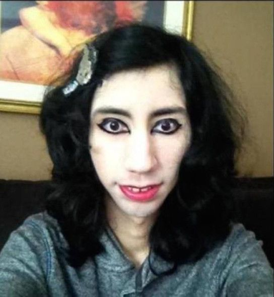 Diese Frau braucht am Tag eine Monatspackung Make-Up! 22 unfassbare Bilder von Make-Up-Pannen.