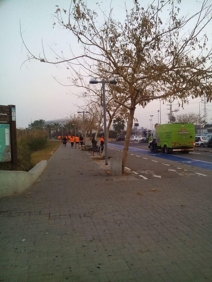Ha-Yarkon river Park (Tel-Aviv, Israel), January 14, 2016. Runners & Cleaners, at 6:30 AM