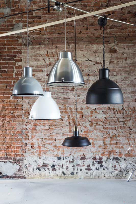 KARWEI   Hanglampen in (mat)zwart, -wit of -grijs.  #verlichting #wooninspiratie #karwei