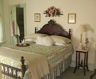 Victorian Bedroom ... Without Clutter