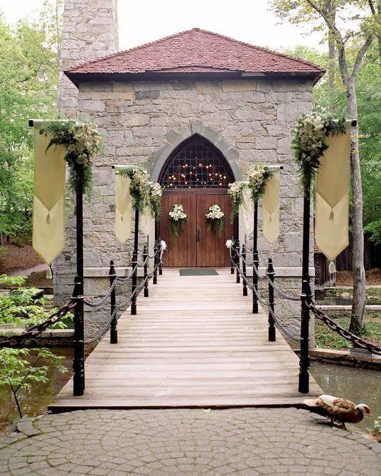 Средневековая архитектура и живописная природа создадут нужный эффект.