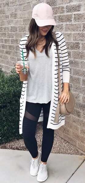 Whether you're headed to the gym or the shopping mall, here is a casual winter street style look for all occasions. #winteroutfits #winter #outfits