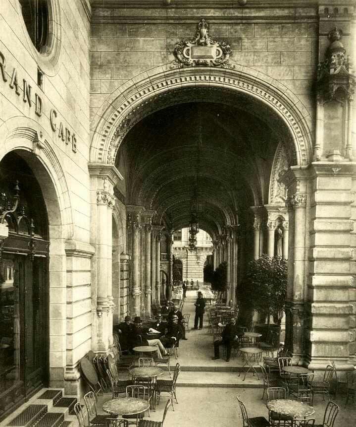 1889. Andrássy út 25. Drechsler palota, későbbi balettintézet.