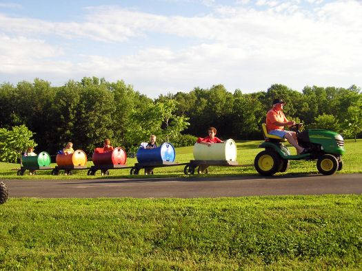 Tractor Train Rides : Tractor rides cool train cars to be towed behind