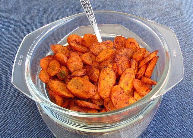 Mamma zseniális receptje :-) Ezzel a fűszerrel megsütve egészen más dimenzióba kerül az egyszerű sárgarépa, annyira finom, hogy nem csak köretként, de nassolni is csodálatos!     Fűszeres sült sárgar