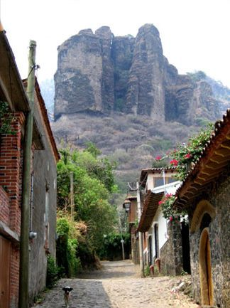 Tepoztlan - Abobe homes, cobblestone road