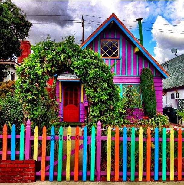 i love to travel: This and Katwise's house are what the outside of m...
