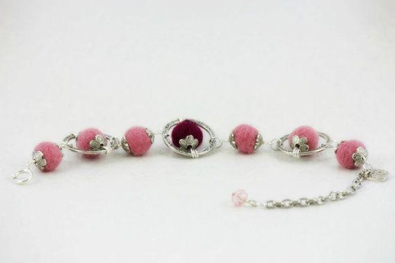Felt orb bracelet - rose pink