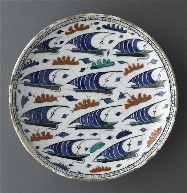 Dish with boats Second half of 16th century Iznik, Turkey Fritware, painted underglaze slip decoration, transparent glaze