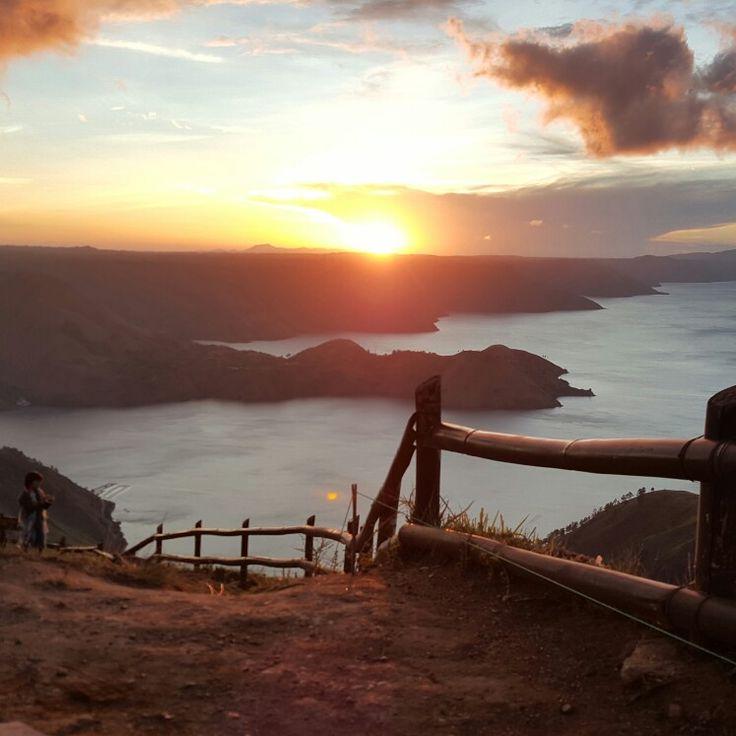 Di ufuk timur...... Danau Toba; cantik dr segala arah