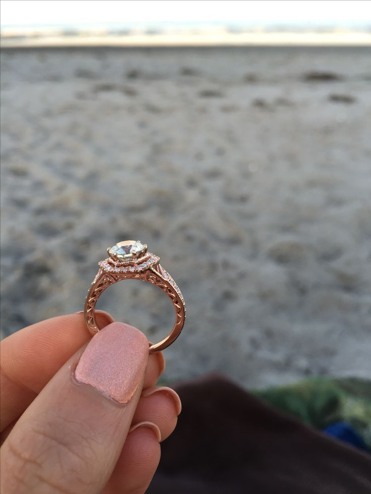 Side view of the amazing hexagon engagement ring. I am in love with the adornment engraved into the side. This would be perfect if it was in white gold or platinum. I wear a size 8 by the way babe