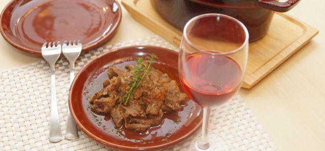 炭酸水で時短ワザワイン好き必見牛すじ肉のバジルソーダ煮の作り方