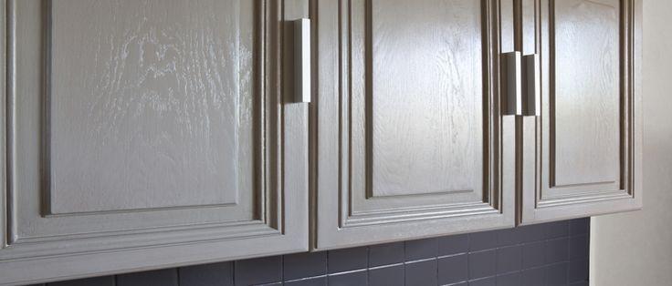 La peinture pour meuble de cuisine qui ne cache pas le bois for Peinture pour meuble bois