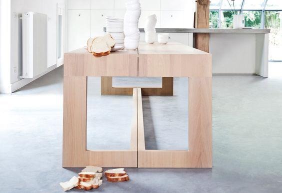 De design eettafel Maas is de gezelligste tafel met veel zitplaatsen en een uniek ontwerp. Ideaal als middelpunt van het moderne dagelijkse leven.