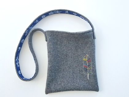 Kid's Foraging Bag - Feather Recycled wool and hand embroidery https://cherryberry.felt.co.nz