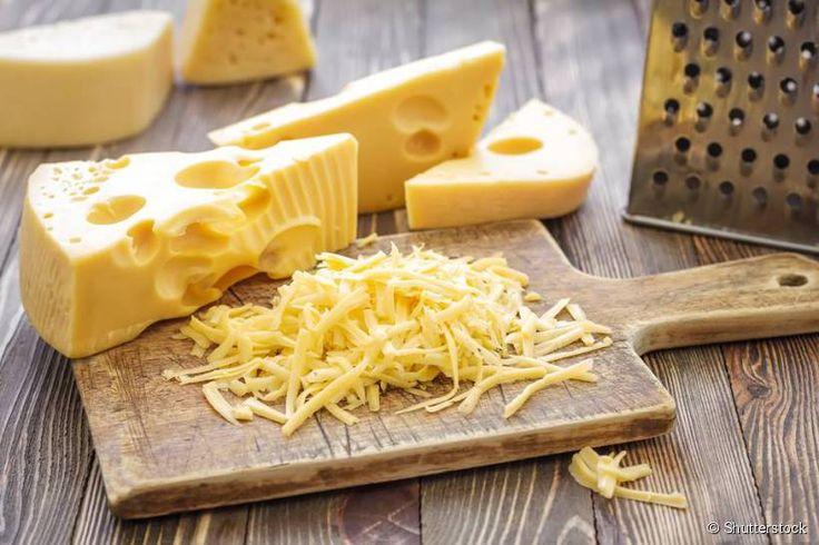 Para um sorriso mais brilhoso coma queijo. Rico em cálcio e fósforo que fortalecem os ossos, preserva o esmalte dental e combate a acidez bucal