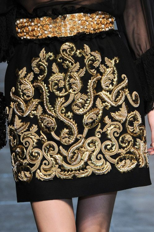 Dolce fall/winter 2012. A good piece of moderne day gold embroidery!!