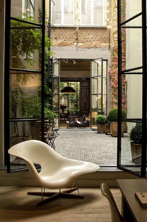La Chaise met uitkijk op een prachtige binnenplaats