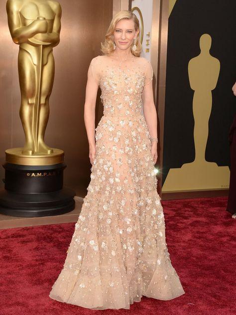 Cate Blanchett ist für ihre perfekten Red Carpet Looks bekannt, so enttäuschte uns die zweifache Oscar-Gewinnerin auch bei den Oscars 2014 nicht. Cate trug ein traumhaftes Kleid von Armani Privé.Seht hier: Die schönsten Kleider 2014