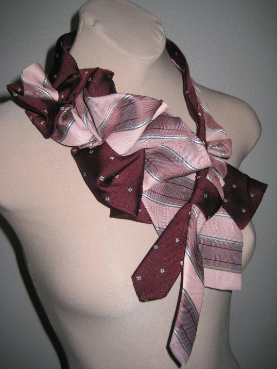 Main cousu cravate Vintage collier collier  par claidoscope sur Etsy