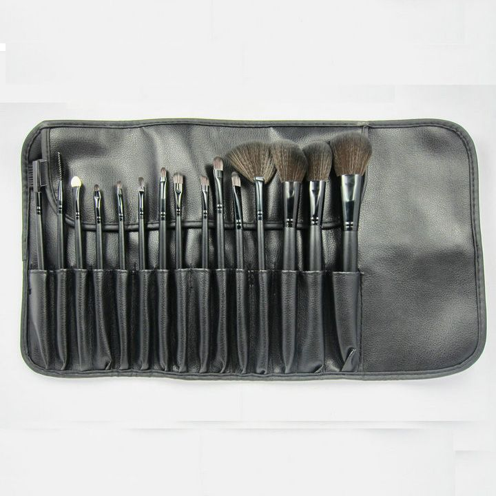 1) 15pcs cosmetic brush;  2) Synthetic Hair Make Brush Set.  3) Perfect For Travelling.  4) Wood Handle.