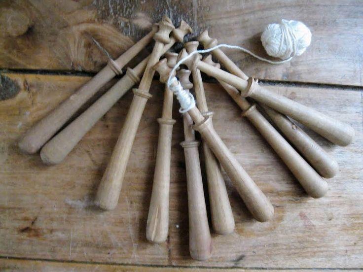 Set of 10 Vintage French Wood Bobbins, lace making. de la boutique aubonheurdesdames sur Etsy