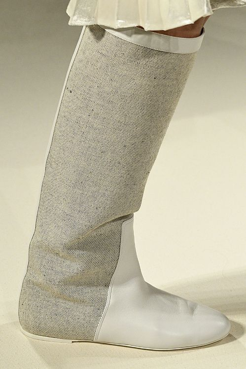 Les bottes blanches du défilé Victoria Beckham printemps-été 2017
