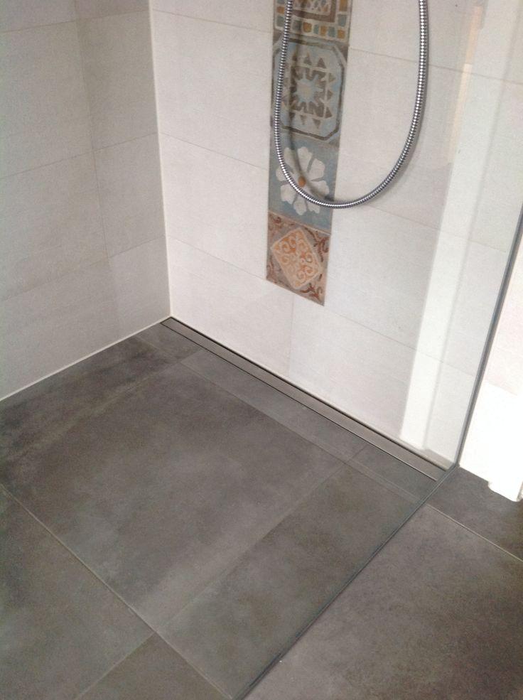 die besten 17 ideen zu duschrinne auf pinterest zwei duschk pfe duschrollstuhl und dusche fliesen. Black Bedroom Furniture Sets. Home Design Ideas